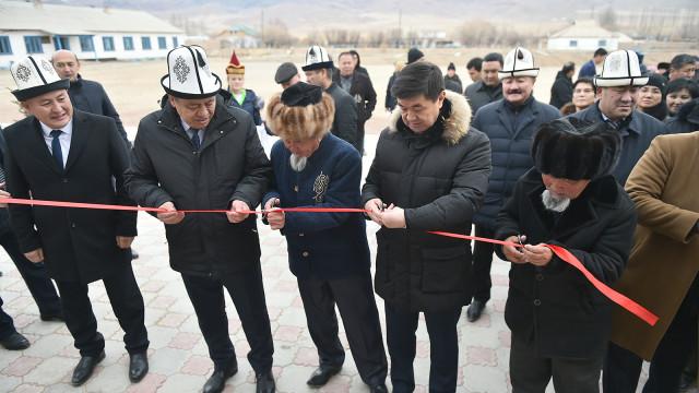 Премьер-министр Мухаммедкалый Абылгазиев: Мектеп мугалимдеринин арасында атаандаштык түзүлүш керек