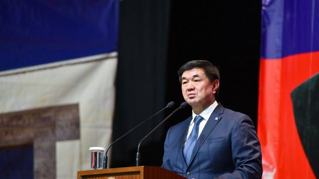 Премьер-министр Мухаммедкалый Абылгазиев: Адамдын улуулугу анын жөнөкөйлүгүндө. Бул сөздөр Турдакун Усубалиевди мүнөздөп турат
