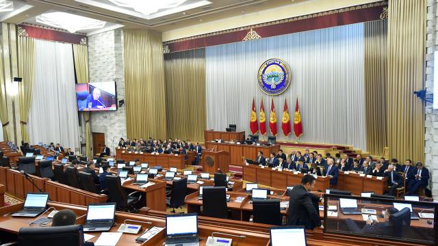Жогорку Кеңеш республикалык бюджет жөнүндө мыйзам долбоорлорун экинчи жана үчүнчү окууда жактырды