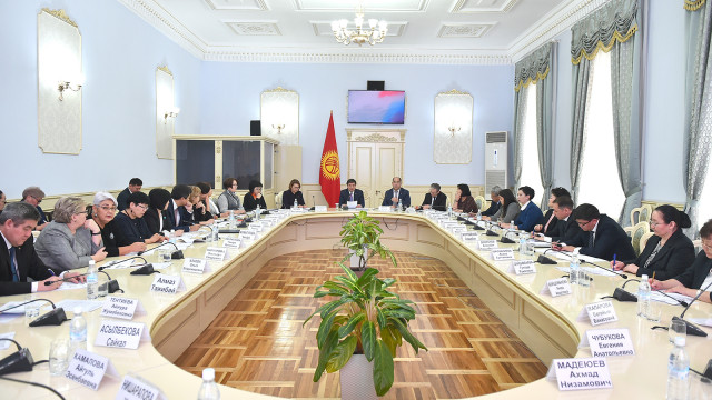Премьер-министр Мухаммедкалый Абылгазиев: Билим берүү системасы рыноктун талаптарына жөндөмдүү болуш керек