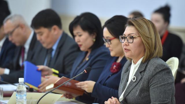 Вице-премьер-министр Алтынай Өмүрбекова: Үй-бүлөдөгү ар бир зомбулук укук коргоо органдарынын өзгөчө көзөмөлүндө болуш керек