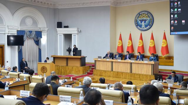 Фоторепортаж – Кыргыз Республикасынын Өкмөтүнүн кезектеги жыйыны болду