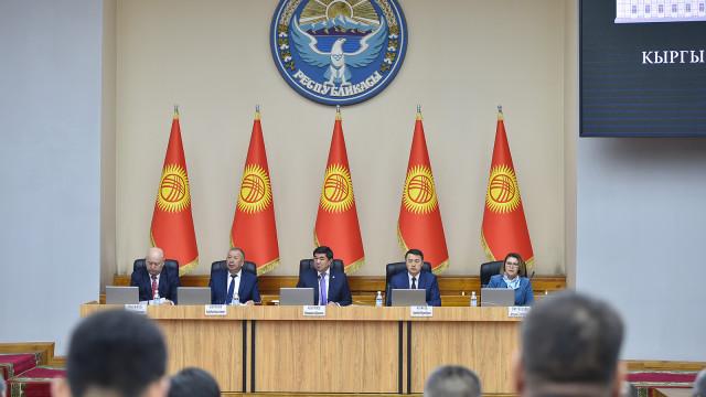Фоторепортаж – Кыргыз Республикасынын Өкмөтүнүн кезектеги жыйыны