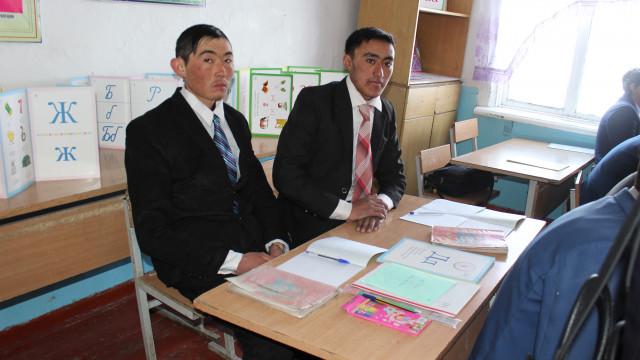 Ош облусуна Памирден  көчүрүлүп келинген кыргыздар окутулууда