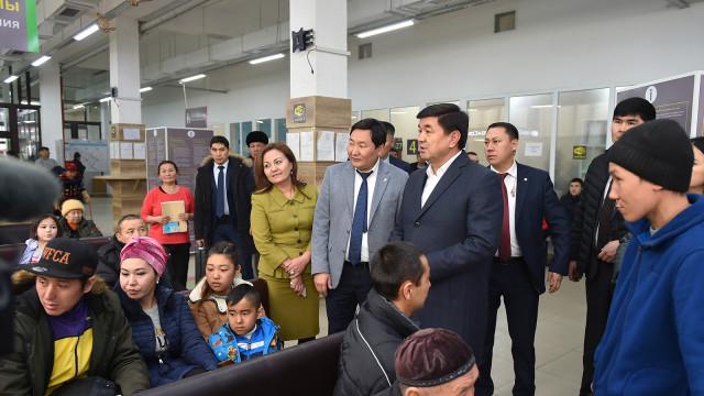 Премьер-министр Мухаммедкалый Абылгазиев: Өкмөт биометрикалык жалпы жарандык паспортторду берүү процессин катуу көзөмөлгө алат