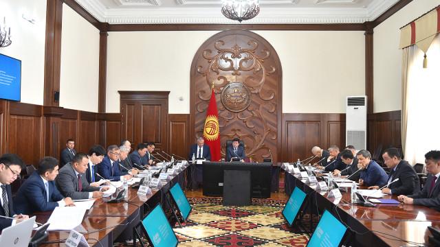 Премьер-министр Мухаммедкалый Абылгазиев: Борбор калаадагы экологиялык кырдаал жашыл экономиканын заманбап тренддерин киргизүүнү талап кылат