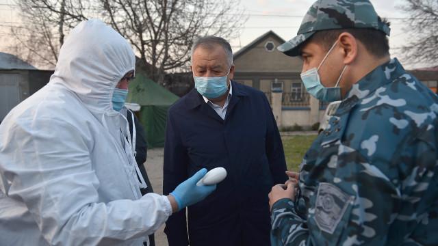 Биринчи вице-премьер-министр Кубатбек Боронов Бишкек шаарынын комендатурасынын иши менен таанышып, шаардагы бир катар постторду текшерип чыкты