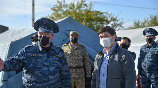 Премьер-министр Мухаммедкалый Абылгазиев проверил работу санитарно-карантинных постов в Ошской области