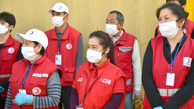 Премьер-министр Мухаммедкалый Абылгазиев встретился с волонтерами, оказывающими помощь в борьбе против COVID-19