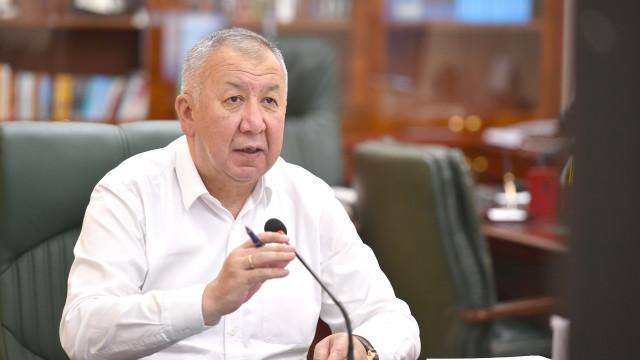 Премьер-министр Кубатбек Боронов: Бош орундар тууралуу маалыматтарды саат сайын жаңылап туруу керек