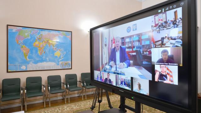 Премьер-министр Кубатбек Боронов фармацевтикалык компаниялардын өкүлдөрү менен жыйын өткөрдү