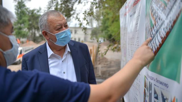 Премьер-министр Кубатбек Боронов: Жугуштуу оорулардын жаңы ооруканасынын курулушу өз мөөнөтүндө бүтүшү керек