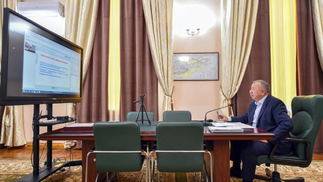 Премьер-министр Кубатбек Боронов поручил усилить контроль за соблюдением масочного режима