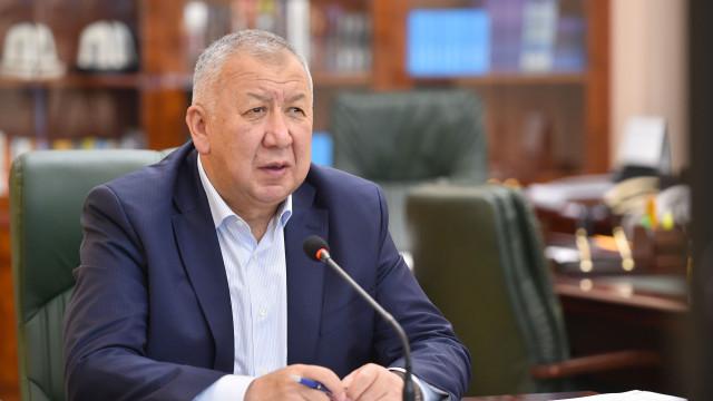 Премьер-министр Кубатбек Боронов: Партии должны понимать свою ответственность и соблюдать санитарные требования