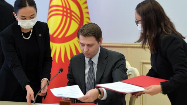 Премьер-министрдин м.а. Артем Новиков: ШКУ өлкөлөрү аралык үзгүлтүксүз оор жүк ташууларды ишке ашыруу үчүн шарттарды түзүү зарыл
