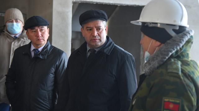 Вице-премьер-министр Равшанбек Сабиров «Ак-Жол» көзөмөл-өткөрмө жайын реконструкциялоонун жүрүшү менен таанышты
