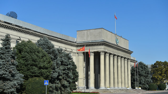 Кыргыз Республикасынын Өкмөтүнө караштуу Мамлекеттик салык кызматынын төрагасы Кабыл Абдалиевге сөгүш берилди