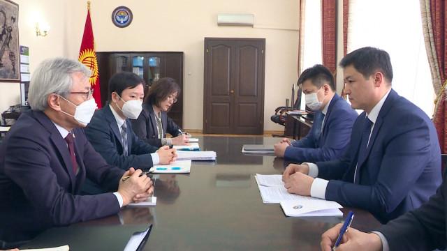 Премьер-министр Улукбек Марипов Япониянын Кыргыз Республикасындагы элчиси Сигэки Маэданы кабыл алды