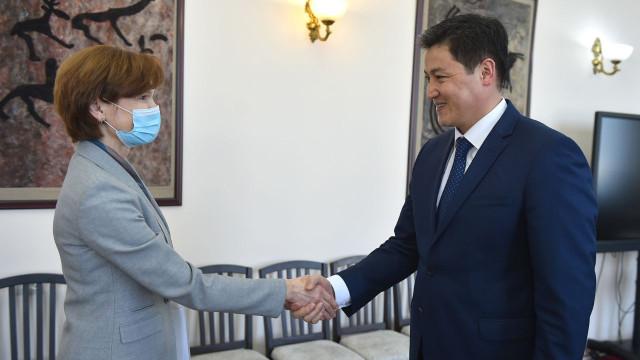 Премьер-министр  Улукбек Марипов принял Регионального директора Всемирного банка по Центральной Азии Лилию Бурунчук