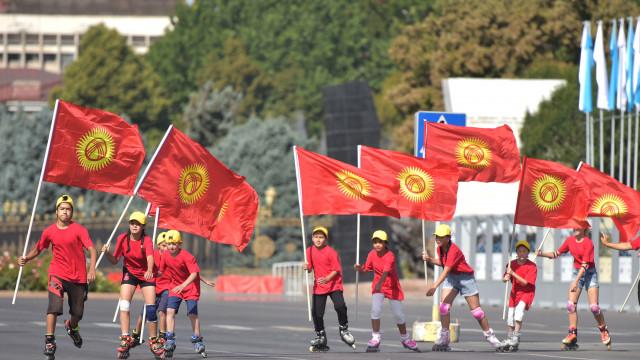 Премьер-министр Улукбек Марипов поздравил соотечественников с Днём государственного флага Кыргызской Республики