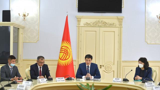 Министрлер кабинетинин Төрагасы Улукбек Марипов алгачкы жумушчу кеңешме өткөрдү