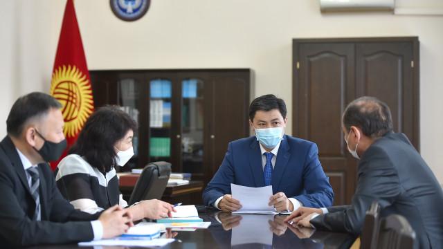 Министрлер кабинетинин Төрагасы Улукбек Марипов эпидемиологиялык кырдаал боюнча кеңешме өткөрдү