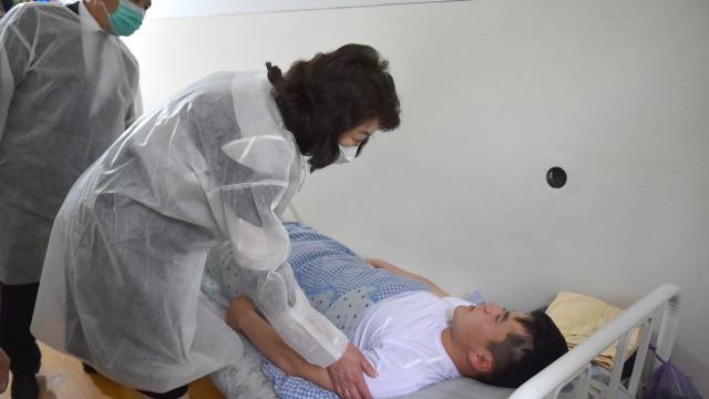 Министрлер кабинетинин Төрагасынын орун басары Жылдыз Бакашова Баткен облусундагы акыркы окуяларда жабыркап, БТОИИБ дарыланып жаткан жарандардан кабар алды